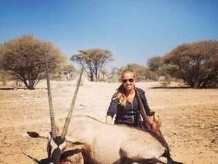Torcedora em foto após caçada