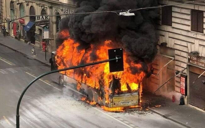 A explosão do ônibus no centro histórico de Roma não deixou ninguém gravemente ferido, nesta terça-feira