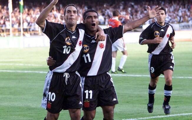 Romário comemora gol pelo Vasco ao lado de  Edmundo