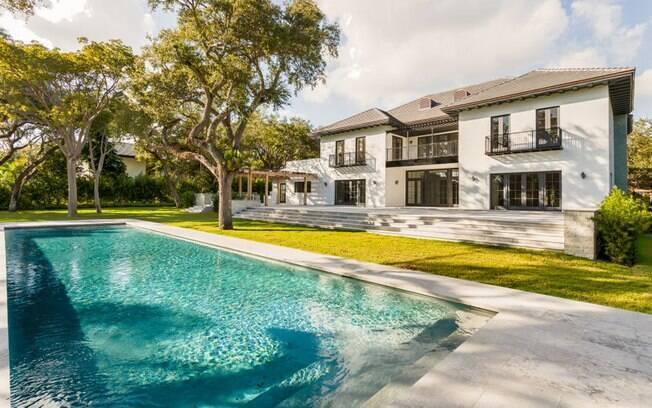 A nova mansão de Macpherson conta com uma piscina de água salgada e um jardim de quase sete mil metros quadrados