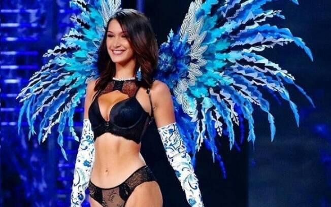 Bella Hadid foi uma das modelos que brilharam no desfile da marca de lingerie Victoria's Secret