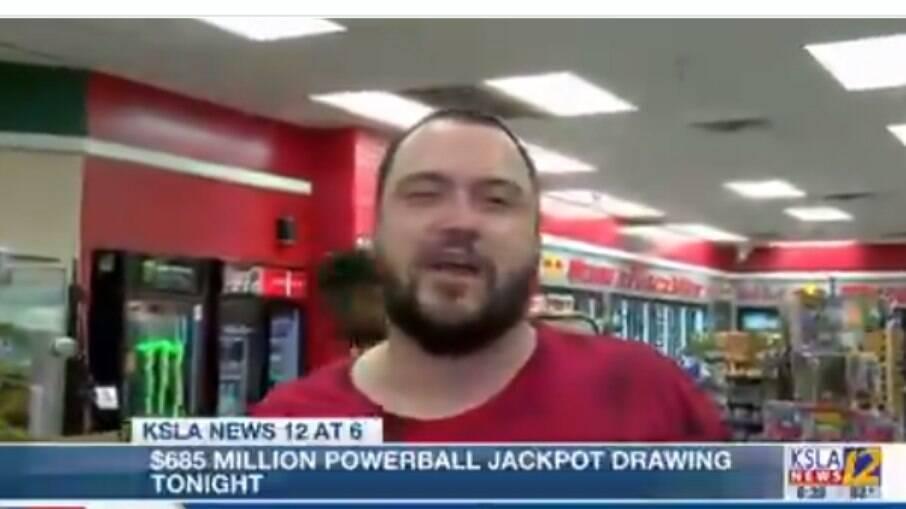 Homem ganha loteria sozinho e vai gastar o dinheiro de forma inusitada