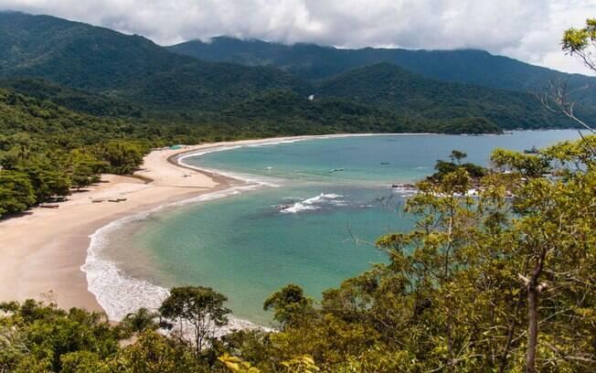 Praia de Castelhanos, uma das mais famosas de Ilhabela, guarda um coração para os turistas que sobem em seu mirante