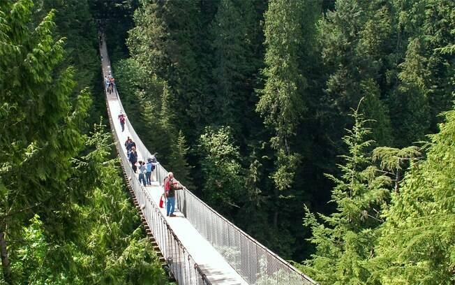 Atravessar a ponte de 137 metros de comprimento dá um friozinho da barriga