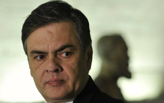 Senador Cássio Cunha Lima (PSDB-PB) concede entrevista antes da votação. Foto: Geraldo Magela/Agência Senado - 6.5.16