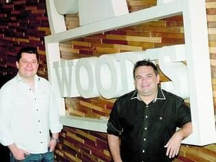 Rindo à toa. Alexandre Pampolini (esquerda) e Gustavo Tasca, dois dos sócios, conseguiram fidelizar cerca de 5.000 clientes da boate