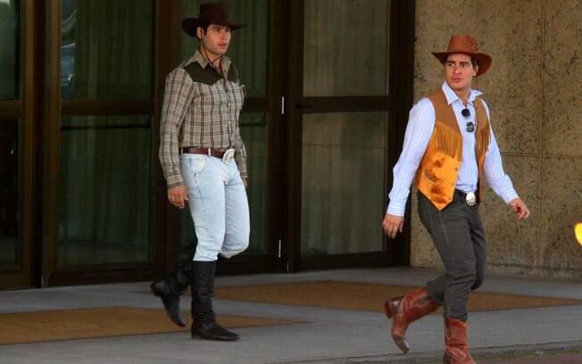 Vestidos de cowboy, Thiago Martins, Dudu Azevedo e Max Fercondini gravam novela