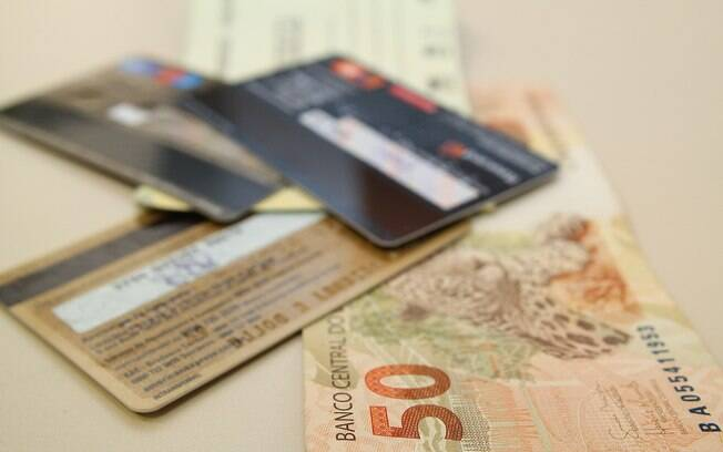 Taxa de juros do cheque especial cai mesmo após mudanças na regras de cobrança e do aumento do número de inadimplentes