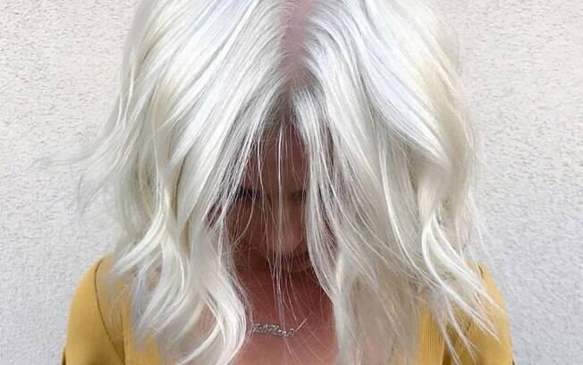 O cabelo branco nórdico é a nova tendência que está bombando nas redes sociais por causa do profissional 'Hair Like a Boss'