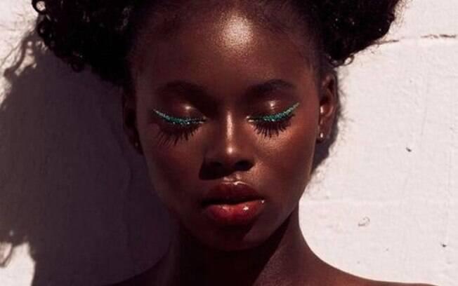 Mulheres negras e pardas sentem que não são representadas em portfólios de empresas da indústria de maquiagem