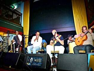 Villa Samba. Show do grupo contagense, que existe há quatro anos, acontece no espaço Granja Adélia