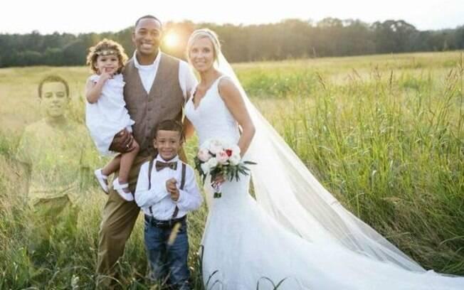 Mãe inclui imagem de filho morto em foto de casamento e causa comoção nas redes