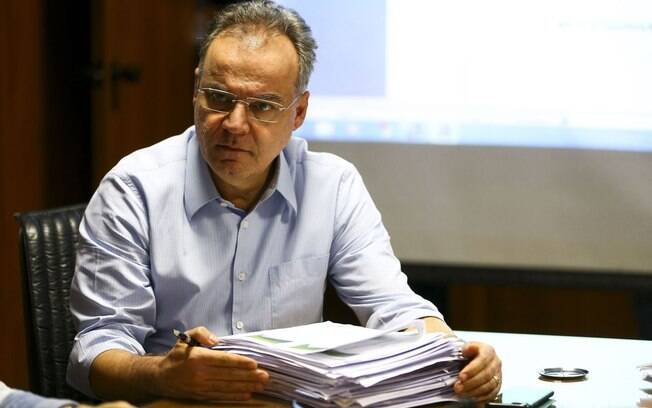 Samuel Moreira, relator da reforma da Previdência, prometeu parecer com regras melhores a mulheres e professores