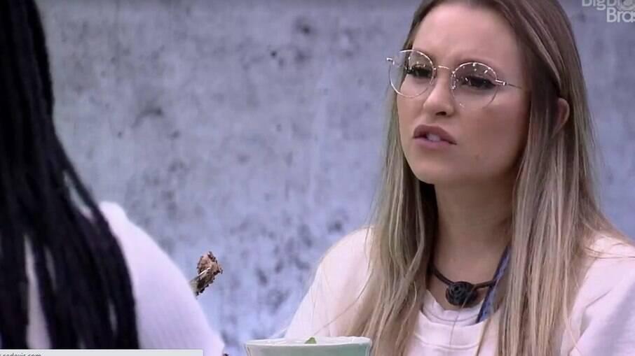 Carla Diaz no almoço do Anjo
