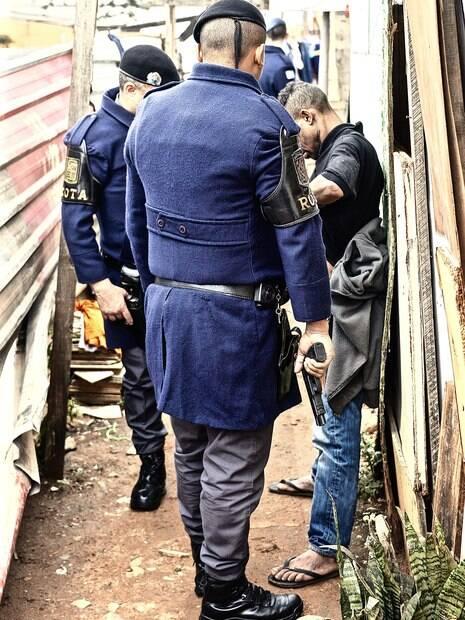 Policias Militares de ROTA em patrulhamento em área de alto risco