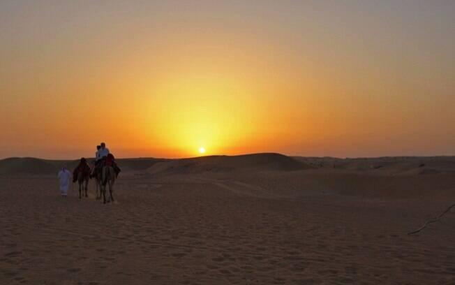O pôr do sol no deserto de Dubai é de tirar o fôlego