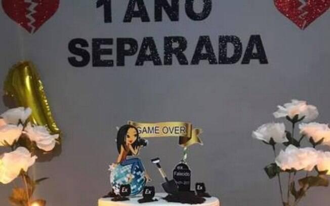 Tatiana Araújo completou um ano de solteira e decidiu comemorar data com as amigas com uma festa em sua residência