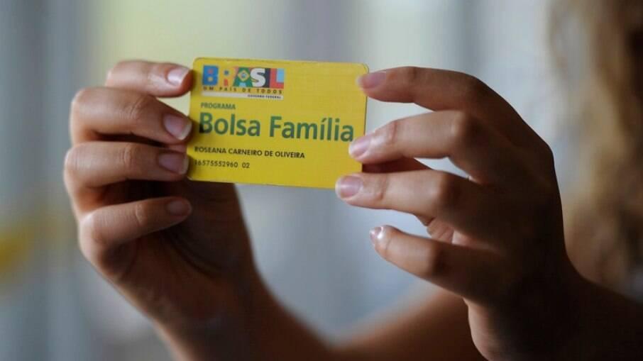 Valor do benefício deve ser reajustado para R$ 300, diz Bolsonaro