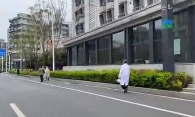 Wuhan, na China, encerra quarentena após três meses
