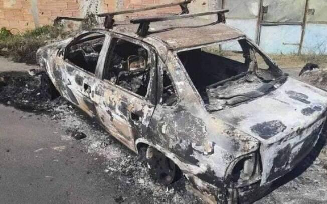 Corpos foram encontrados em carro carbonizado
