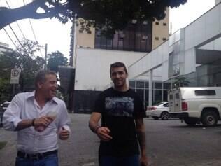 Às 15h27, Lucas Pratto deixou o hotel que estava hospedado e foi rumo à sede do Galo