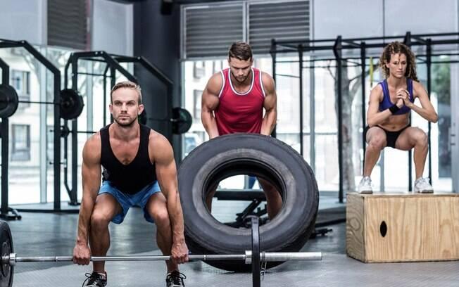 Fazer exercícios físicos em grupo  é uma das tendências para o próximo ano, assim ninguém desmotiva