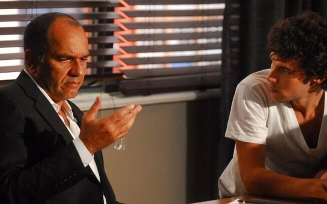 O pai (Humberto Martins) e o espírito de seu filho Daniel (Jayme Matarazzo) em