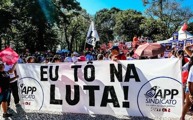 Professores da rede estaudal do Paraná estão em greve desde o dia 7 de fevereiro