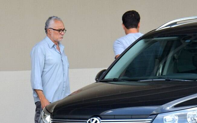 O ex-deputado José Genoino deixa o Instituto de Cardiologia do DF após nova perícia médica
