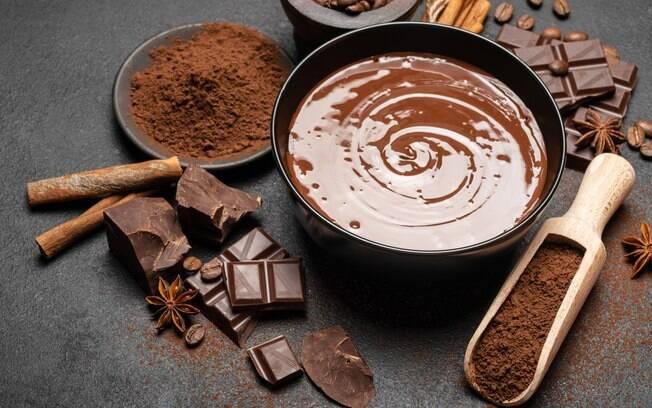 Chocolate em três versões de sobremesas fáceis para você se deliciar