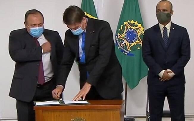 Bolsonaro assinou MP para produzir vacina em cerimônia no Palácio do Planalto