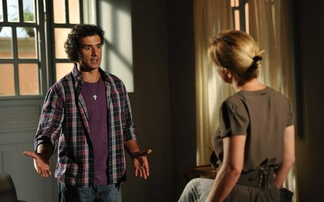 Abner pede uma chance para Júlia