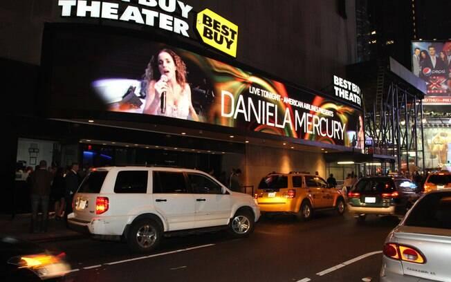 Letreiro anuncia o show da cantora em Nova York
