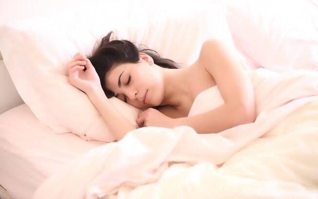 Ter uma boa noite de sono ajuda a melhorar a saúde capilar