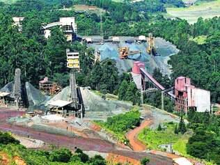 Mineração. Siderúrgicas que investem na exploração de minério de ferro estão repensando planos de curto prazo por causa dos preços