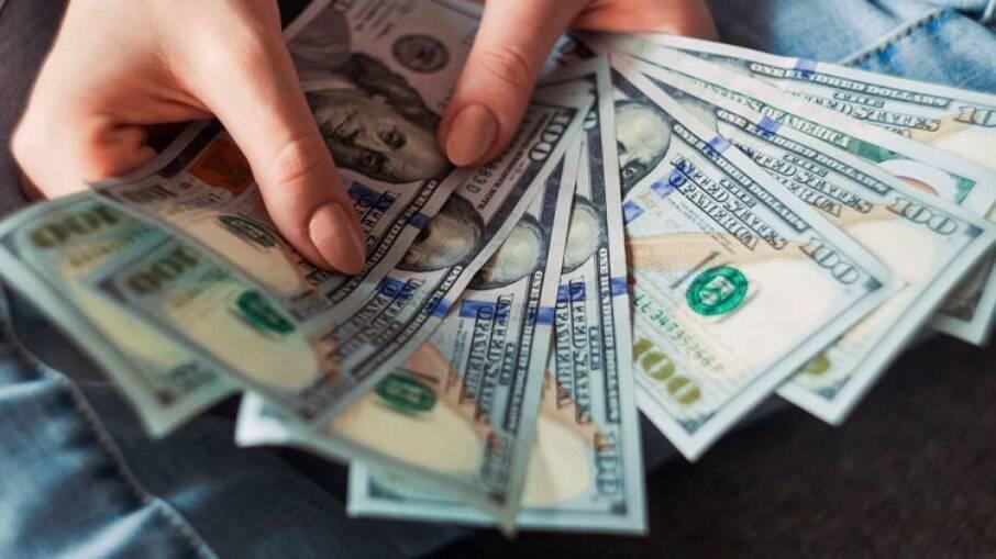 Dólar é vendido na casa dos R$ 5,73 nesta terça-feira