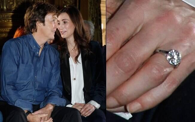 Casados? Nancy Shevell circulou com um enorme anel de brilhante nesta segunda-feira (3)
