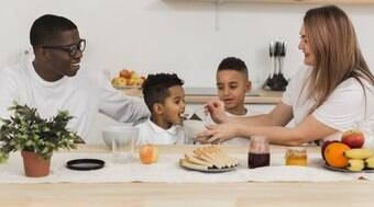 Veja dicas para construir uma boa relação das crianças com a comida