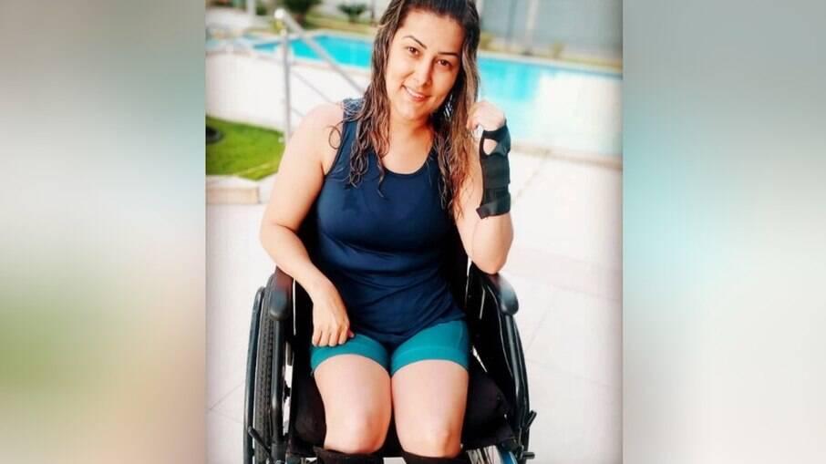 A cabeleireira Juliane Lacerda pulou de 1º andar de prédio para fugir de estupro e sofreu lesão na coluna