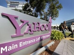 A CEO Marissa Mayer, uma ex-executiva do Google, reverte uma estratégia que o Yahoo adotou em 2010 e 2011, sob a gestão da então CEO Carol Bartz