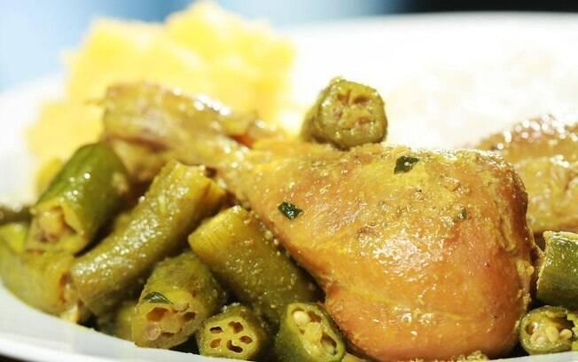 Frango com quiabo: prato facilmente encontrado nos restaurantes mineiros