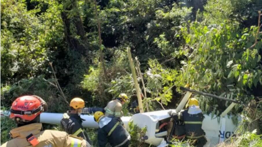 Helicóptero cai em área de mata densa em Belo Horizonte (MG)