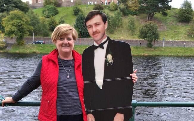 Michelle já passou por diversos locais e, no final deste ano, pretende ir para o Reino Unido com outro papelão do marido