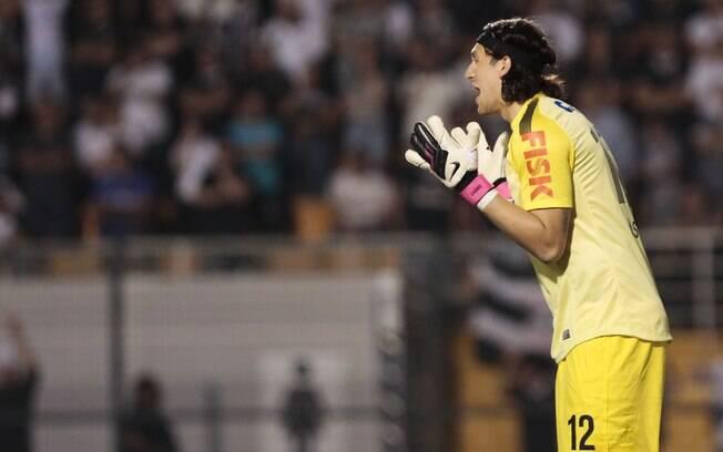 Cássio grita com a defesa corintiana na  partida diante do Boca Juniors