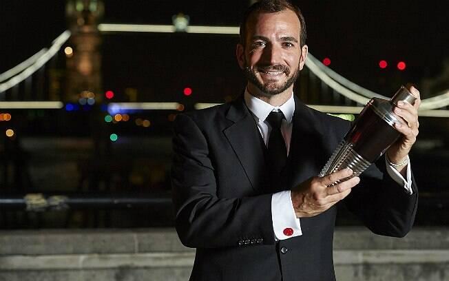 Charles Joly, do bar The Aviary, de Chicago (EUA), é o  vencedor do World Class 2014