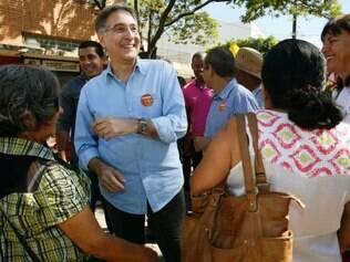 O candidato do PT, Fernando Pimentel esteve na cidade de Vespasiano, a cerca de 30 quilômetros de Belo Horizonte, onde foi recebido pelo prefeito, Carlos Murta (PMDB)