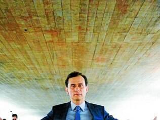 Cláudio. Fundador da Cia. dos Atores, da qual se desligou em 2012, vive um empresário corrupto e infiel
