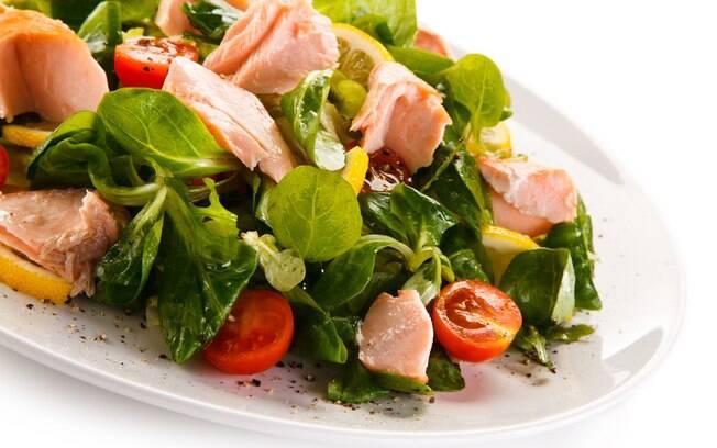 Receitas de saladas com frutos do mar são perfeitas para quem está procurando por uma alimentação leve e saborosa