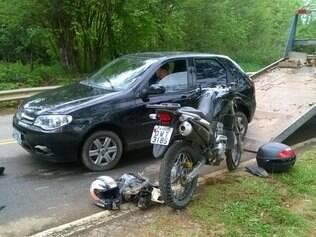 Carro é abandonado na MG 10 após suspeitos atropelarem e matarem um homem