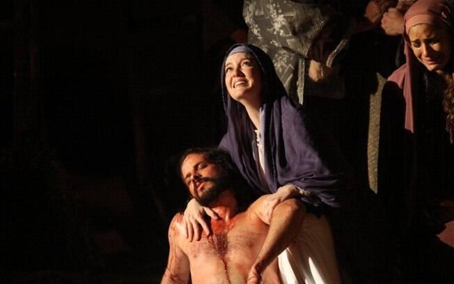 Larissa Maciel, como Maria, e José Barbosa, como Jesus